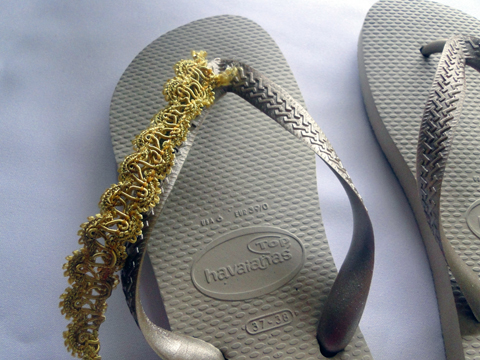 Terceiro modelo de sandália.
