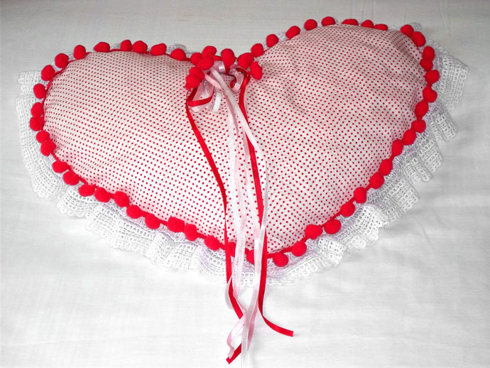 Almofada para o Dia dos Namorados confeccionada com produtos HAK Aviamentos - Final