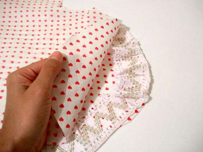 Almofada para o Dia dos Namorados confeccionada com produtos HAK Aviamentos - Passo 3a