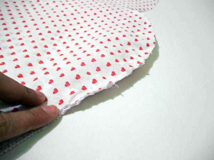 Almofada para o Dia dos Namorados confeccionada com produtos HAK Aviamentos - Passo 3b