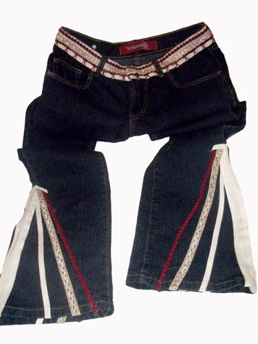 Calça jeans customizada com aviamentos HAK - Modelo 1