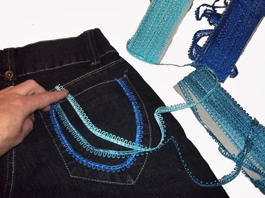 Calça jeans customizada com aviamentos HAK - Modelo 2