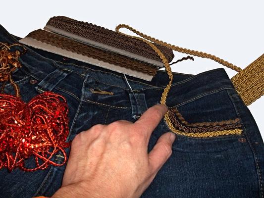 Calça jeans customizada com aviamentos HAK - Modelo 3