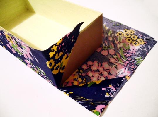 Caixa multifuncional decorada com produtos HAK - passo 3