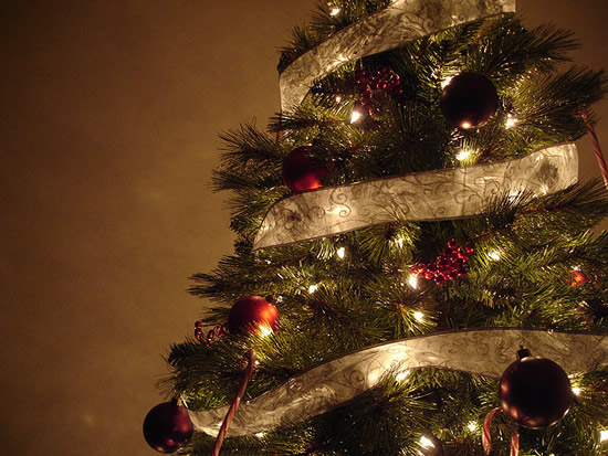 decoracao de arvore de natal azul e prata : decoracao de arvore de natal azul e prata: para a decoração de Natal? A gente ajuda! – HAK – Blog de Moda
